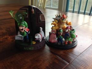 Club Nintendo Statues
