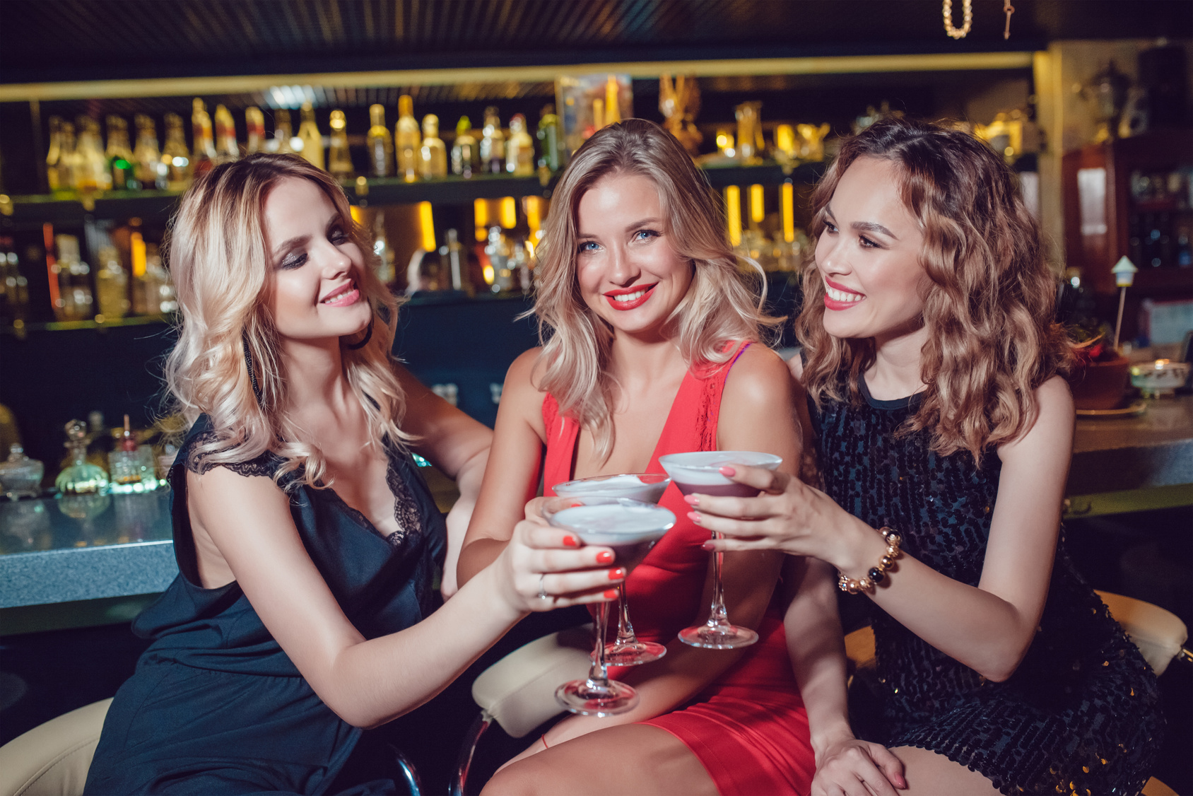 5 Must-Haves When Nightclubbing with Your Friends